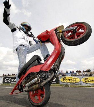 Le stunt avec un scooter